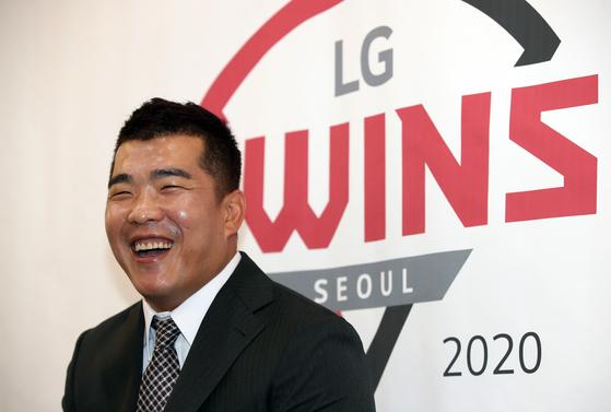 11일 은퇴 기자회견에 참석한 LG 트윈스 정근우. [연합뉴스]