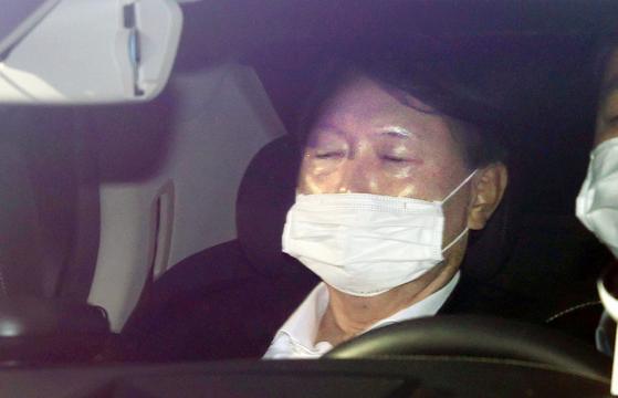 윤석열 검찰총장이 11일 오전 서울 서초구 대검찰청으로 출근하고 있다. 연합뉴스.