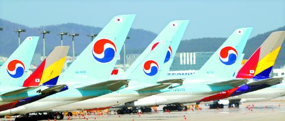 인천국제공항에 양 항공사의 항공기가 서 있다. 연합뉴스