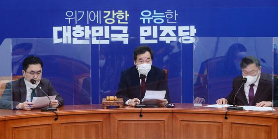 """이낙연 더불어민주당 대표는 13일 민주노총을 향해 """"국민들의 걱정을 존중해 집회를 자제해달라""""고 말했다. 뉴스1"""