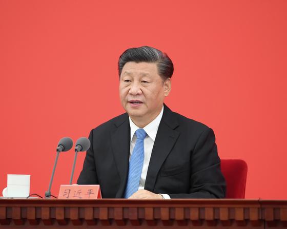 시진핑 중국 국가 주석이 12일 오전 상하이에서 열린 '푸둥 개발·개방 30주년 경축대회'에 참석해 기조 연설을 발표하고 있다.[신화=연합뉴스]