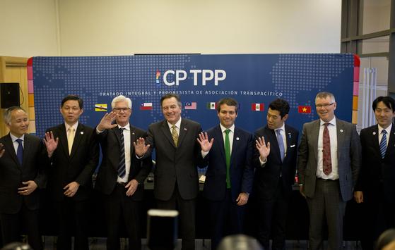미국이 탈퇴한 뒤 일본 주도로 체결된 포괄적 점진적 환태평양경제동반자협정(CPTPP) 11개 회원국 대표들이 2019년 5월 16일 칠레 산티아고에서 회의를 개최했다. [AP=연합뉴스]