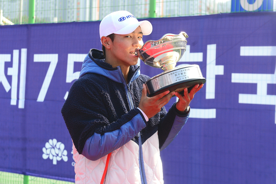 2020년 한국테니스선수권대회 남자 단식에서 우승을 차지한 이덕희. [사진 대한테니스협회]