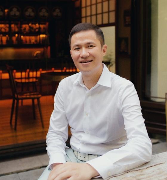 중국 저장성 출신의 억만장자 첸펑레이(43·錢峰雷). 그는 현재 홍콩 주민이고 알리바바 창업자 마윈과 가까운 사이로 알려졌다. [웨이보]