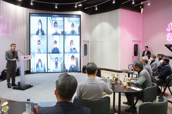 하현회 LG유플러스 부회장(맨 왼쪽)이 13일 임원 미팅에서 발언하고 있다. [사진 LG유플러스]