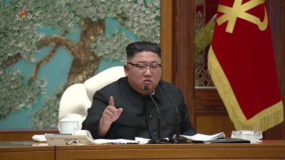김정은 북한 노동당 위원장이 15일 당 중앙위원회 본부청사에서 정치국 확대회의를 주재했다고 북한 매체들이 전했다. [연합뉴스]