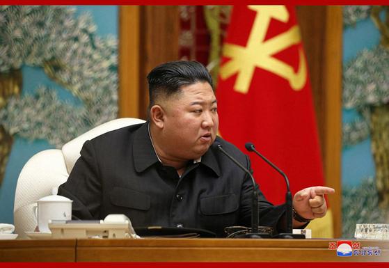 북한은 5일 김정은 위원장 주재로 노동당 정치국 회의를 열고 연말까지 '80일전투'를 벌이기로 결정했다고 조선중앙통신이 6일 전했다. 연합뉴스
