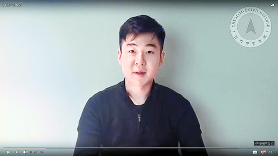 김정남의 아들 김한솔이 2017년 3월 8일 자유조선 유튜브에 올린 동영상. 이 인물은 자신이 김한솔이고, 며칠 전에 아버지가 사망했다고 밝혔다. [유튜브 캡처]