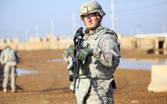 이라크에 주둔중인 미군. 도널드 트럼프 대통령은 퇴임하는 내년 1월까지 이라크와 아프가니스탄 주둔 미군 병력을 각각 3000명과 4500명에서 2500명으로 줄일 것을 지시할 것으로 알려졌다. [AFP=연합뉴스]