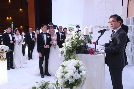 LH 입주민 부부 15쌍 '동행 결혼식'