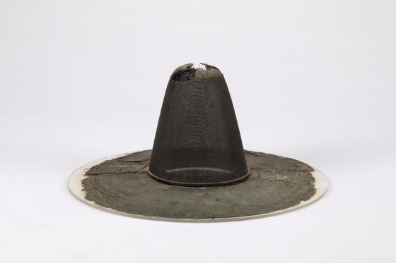 국립대구박물관이 우리나라 전통 모자를 소개하는 특별전 '선비의 멋, 갓'을 오는 12월 20일까지 개최한다.연합뉴스