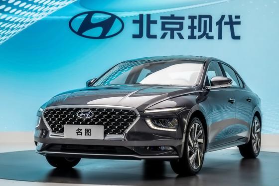 중국 전략 중형 세단 밍투 2세대 모델. 현대차 SUV 패밀리룩을 세단에 적용했고 반자율주행 등 첨단 운전자 보조기능을 확대했다. 사진 현대자동차