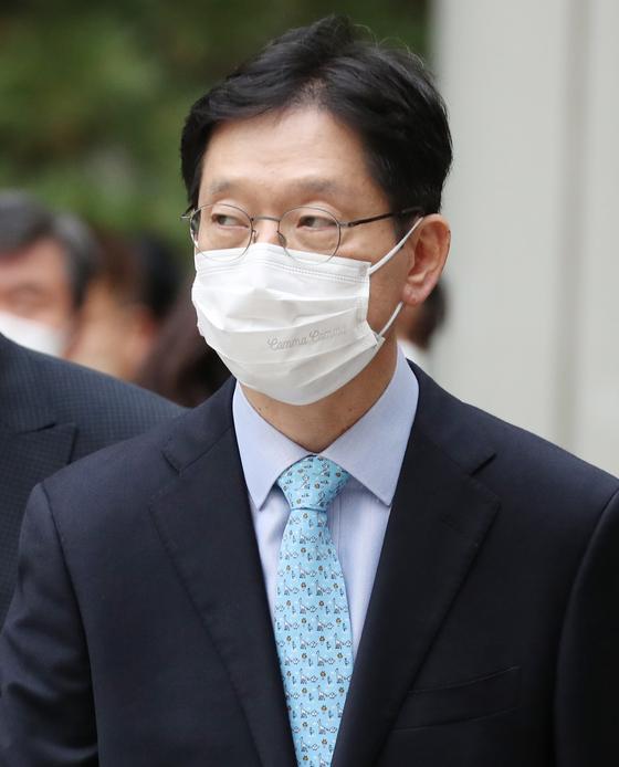 김경수 경남지사가 지난 6일 서울고등법원 항소심에서 실형을 받고 법정을 나서던 모습. [연합뉴스]