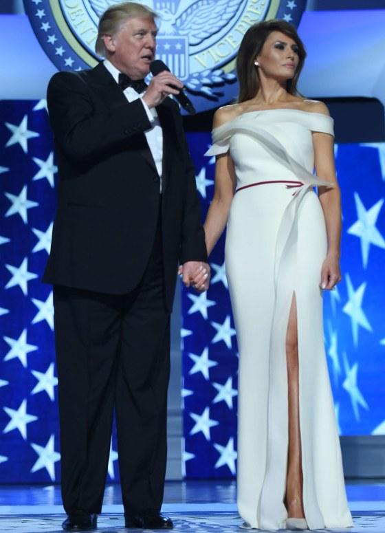 2017년 1월 취임식 후 실내 행사에서 도널드 트럼프 대통령과 멜라니아 여사. [중앙포토]