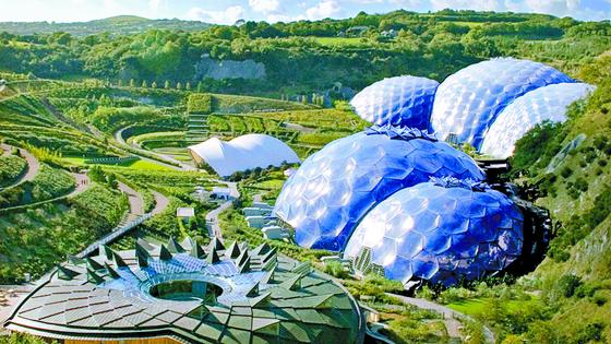 자연을 닮은 인공생태계 구축이 현대 건축계의 주요 흐름으로 떠올랐다. 영국 건축가 그림쇼의 에덴 프로젝트. 황폐한 채석장을 식물원으로 만들었다. [사진 각 건축사무소]