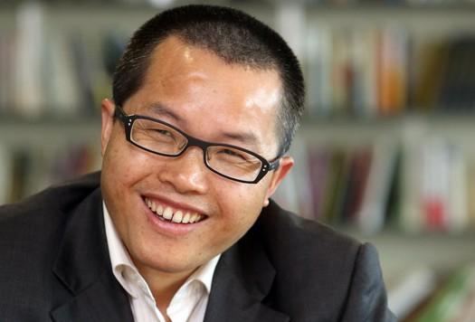 지난 2013년 '중국은 북한을 버려야 한다'는 글을 써 국내에도 잘 알려진 덩위원은 당시 직장에서 해고된 데 이어 최근엔 중국의 국가안전을 위협한다는 이유로 은행 계좌마저 동결됐다. [중앙포토]