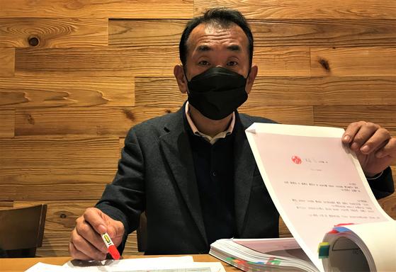 백왕기 대표변호사는 인터폴에 적색수배된 김영홍 메트로폴리탄 회장을 뒤쫓고 있다. 문희철 기자