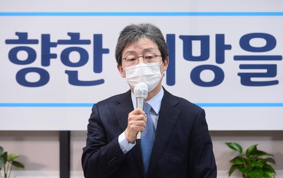 유승민 전 의원이 지난 11월 18일 오전 서울 여의도 국회 앞 태흥빌딩 '희망 22' 사무실에서 열린 기자간담회에서 인사말을 하고 있다. 오종택 기자