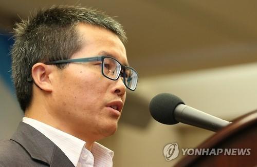 중국 공산당 중앙당교 기관지인 학습시보의 부편집장으로 있던 덩위원은 지난 2013년 2월 말 영국 파이낸셜타임스에 북핵 문제의 근원적 해결을 위해선 '중국은 북한을 버려야 한다'는 글을 기고해 국내외적인 주목을 받았다. [연합뉴스]