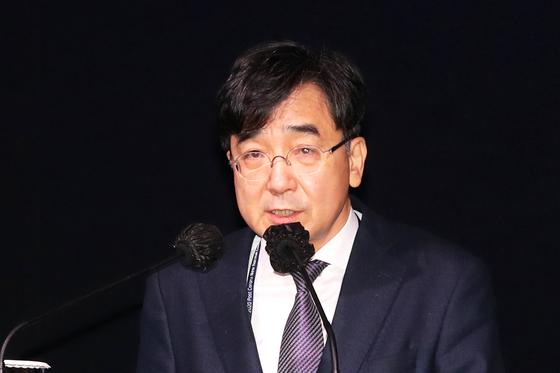 세션1에서 유종일 한국개발연구원 국제정책대학원 원장이 '국제 질서의 변화와 대한민국의 미래선택'을 주제로 발표하고 있다. 장진영 기자