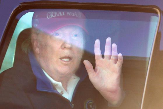 지난 11월 14일 도널드 트럼프 미국 대통령이 백악관으로 돌아오고 있다. 로이터=연합뉴스