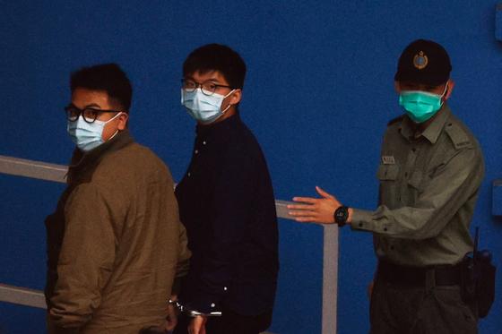 홍콩 우산혁명 주역 조슈아 웡·아그네스 차우 법정 구금