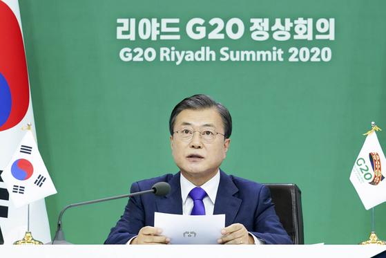 문재인 대통령이 22일 저녁 청와대에서 화상으로 열린 주요 20개국(G20) 정상회의에서 발언을 하고 있다. .2020.11.21. 청와대사진기자단