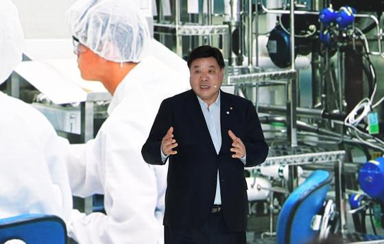 서정진 셀트리온 회장이 11월 18일 인천 연수구 송도 연세대 글로벌 캠퍼스에서 열린 대한민국 바이오산업에서 기업투자계획을 발표하고 있다. 〈청와대사진기자단〉