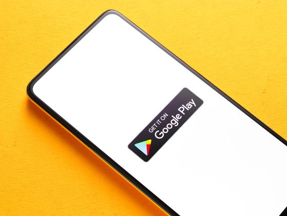구글이 내년 1월 신규 출시하는 앱(애플리케이션)부터 적용하기로 한 '수수료 30% 인앱결제 강제' 정책을 같은 해 9월말로 전격 연기한다고 발표했다. [셔터스톡]