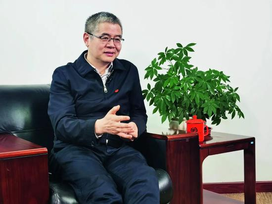 환구인물과 지난 10일 인터뷰 중인 후웨이우 룽신중커 회장. [환구인물 캡처]