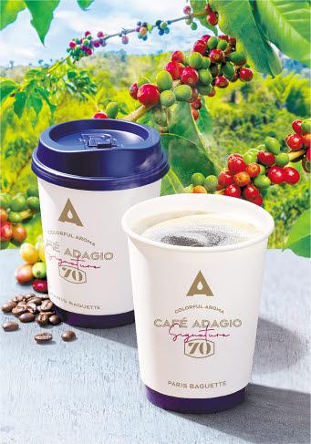 파리바게뜨가 자체 프리미엄 커피 브랜드 '카페 아다지오 시그니처'에 무산소 발효 기술을 접목한 커피 '카페 아다지오 시그니처70'을 새롭게 선보였다.