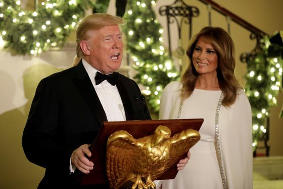 도널드 트럼프 대통령과 멜라니아 여사가 지난해 12월 12일 백악관에서 열린 연말 행사에 참석했다.[로이터=연합뉴스]