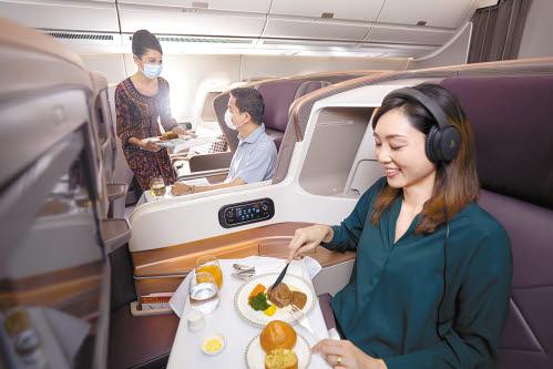 세계 36개국 97개 도시에 취항하는 싱가포르항공은 여행의 시작부터 끝까지 전 과정을 배려하는 프리미엄 항공 서비스로 잘 알려져 있다.