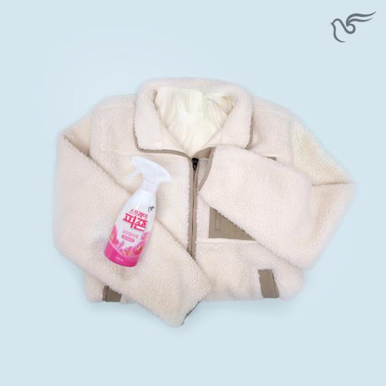 플리스는 보온성이 좋아 겨울옷 소재로 인기가 높지만 정전기가 잘 발생한다. '스프레이 피죤'을 뿌리면 정전기 발생을 줄일 수 있다. [사진 피죤]