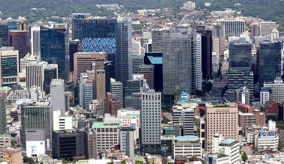 서울 남산에서 바라본 대기업 빌딩. [연합뉴스]