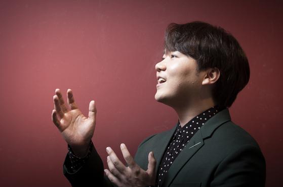 클래식 음악에 뿌리를 두고 자유자재로 여러 노래를 부르는 테너 존노. 권혁재 사진전문기자