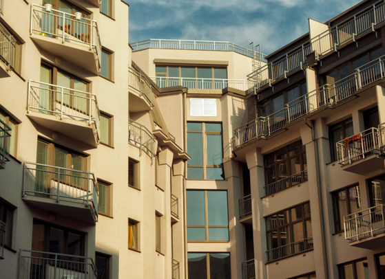 정밀안전진단을 통과했다는 의미가 사람이 계속 살면 안 되는 아파트라는 것, 즉 이제 부수고 새로 지어야 할 만큼 낡고 위험한 아파트라는 증명서를 받은 것이라 했더니 모두 고개를 갸우뚱했다. [사진 libreshot]
