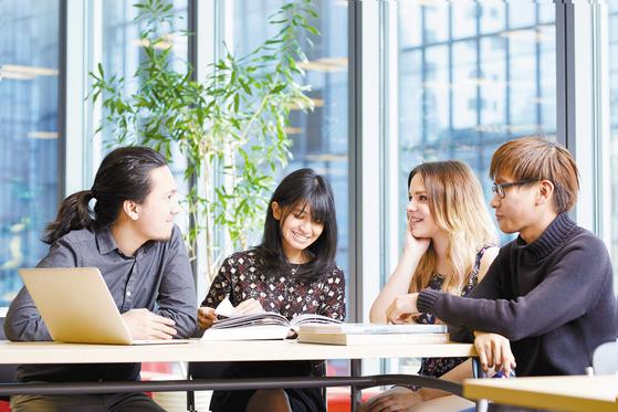 일본 도쿄에 있는 디지털할리우드대학은 개방형 커리큘럼을 운영해 8개 영역을 융합해 공부할 수 있다. 올해 졸업생 기준 90.9%의 취업률을 기록했다. 온라인으로 진행하는 '일본 국외 선발' 전형으로 유학생을 선발한다. [사진 디지털할리우드대학]