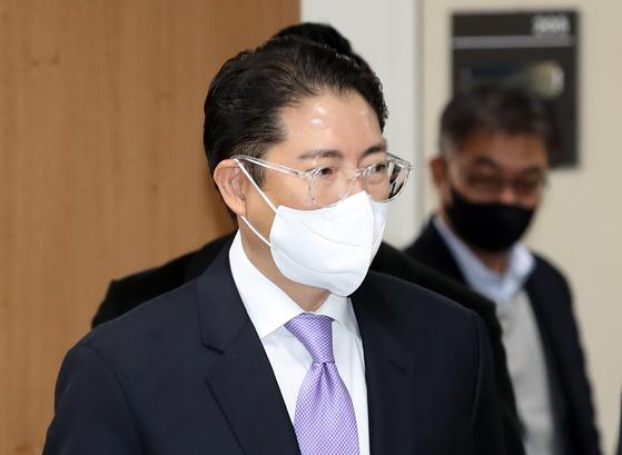 항소심 선고 공판을 마치고 법정을 나가고 있는 조현준 효성그룹 회장. 연합뉴스