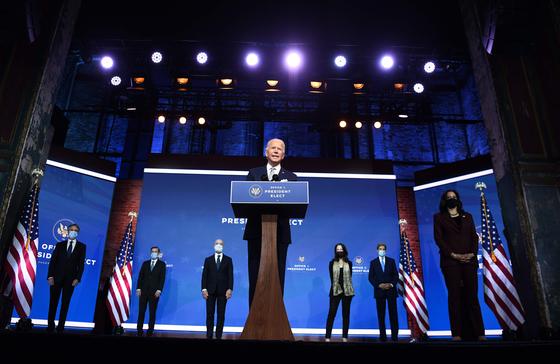 조 바이든 미국 대통령 당선인은 24일(현지시간) 외교안보 각료급 지명자 6명을 직접 소개하고 있다. [AFP=연합뉴스]