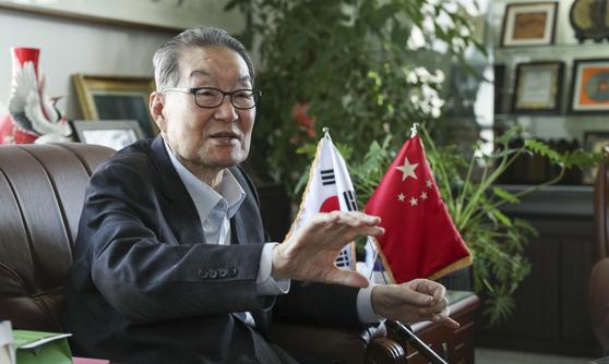 이세기 한중친선협회 회장이 4일 서울 역삼동 사무실에서 인터뷰를 하고 있다. 임현동 기자