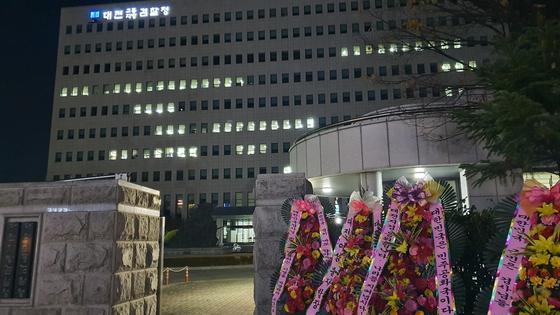 월성 1호기 원전 경제성 평가 조작의혹을 수사 중인 대전지검 청사에 불이 환하게 켜져 있다. 신진호 기자