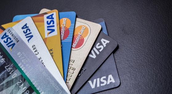 온라인을 통한 묻지마 신용카드 발급이 늘고 있다. 셔터스톡