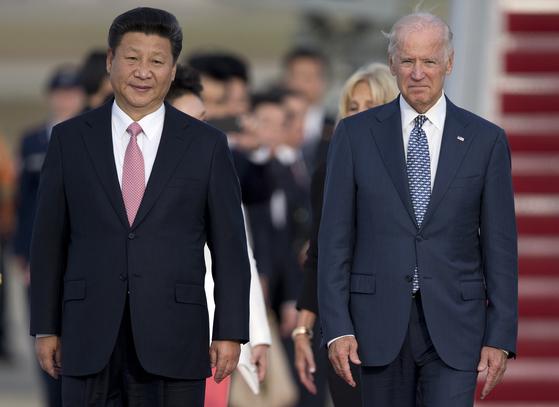 바이든 당선인이 부통령이던 2015년 시진핑 중국 국가주석과 만난 모습. [AP=연합뉴스]