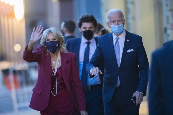 바이든 대통령 당선인(오른쪽)과 아내 질 바이든 박사. [AFP=연합뉴스]