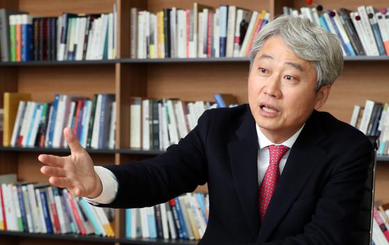 김근식 盧탄핵 헛발질 추미애, 文정권 몰락 일등공신 될 것