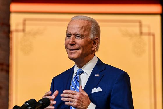 조 바이든 미국 대통령 당선인이 25일(현지시간) 추수감사절을 하루 앞두고 신종 코로나바이러스 감염증(코로나19) 확산 방지를 위한 국민적 단합을 촉구했다. [AFP=연합뉴스]