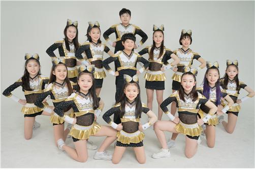 세계치어리딩대회에서 아시아챔피언상을 수상한 키즈치어리딩팀 '레인보우'