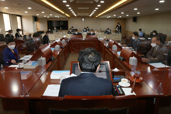 27일 열린 방송통신위원회 전체회의. JTBC와 MBN에 대한 재승인을 의결했다. [사진 방송통신위원회]