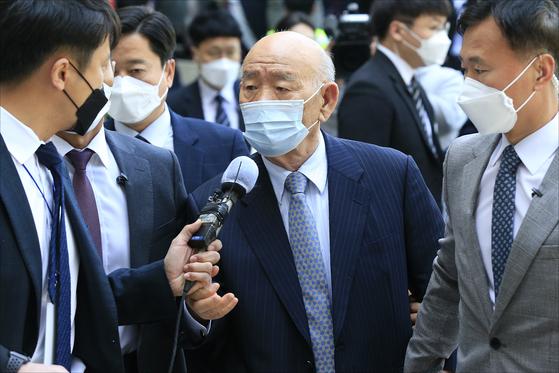 전두환 전 대통령이 지난 4월 27일 광주지법에 출두하고 있다. 프리랜서 장정필